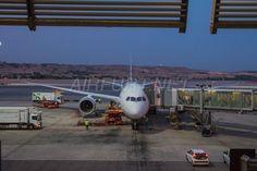 LAN B787-8 nach der Ankunft in Madrid Barajas - Check more at https://www.miles-around.de/trip-reports/business-class/gastbeitrag-traumreise-im-traumflieger/,  #Airport #avgeek #Aviation #Boeing #BusinessClass #Dreamliner #Flughafen #FRA #Hotel #IBERIALounge #LAN #Lounge #MAD #MapleLeafLounge #Planespotting #Reisebericht #Trip-Report