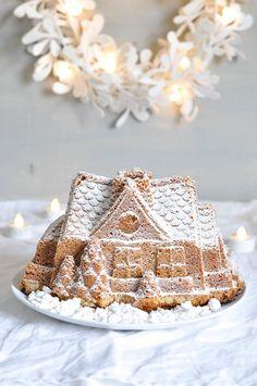 gingerbread bundt cake house with cinnamon and lemon.