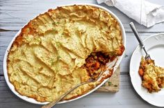 Jauhelihapihvit kermakastikkeessa — Peggyn pieni punainen keittio Cheddar, Apple Pie, Food And Drink, Cooking Recipes, Desserts, Mascarpone, Tailgate Desserts, Apple Cobbler, Cheddar Cheese