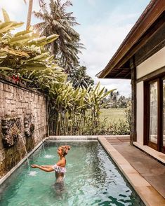 Amazing private pool in Ubud 🌿🍃🌿 Tag someone you'd like to take a dip with below! Small Backyard Pools, Backyard Patio Designs, Small Pools, Swimming Pools Backyard, Pool Spa, Swimming Pool Designs, Pool Landscaping, Outdoor Pool, Lap Pools