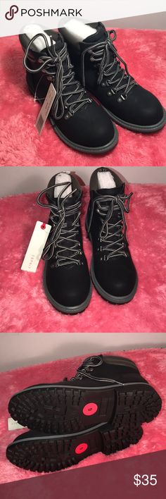 Espirit Women's lace-up Hiker Booties Lace up hiker Booties in size 6 in black. Durable and comfortable. Based on reviews they are true to size 😊💐 Esprit Shoes Lace Up Boots