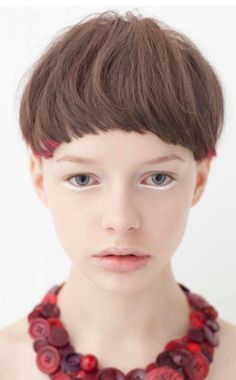 I like the small tints in the hair and the under eye highlighting that makes the face look more unusual Girl Short Hair, Short Hair Cuts, Short Hair Styles, Pixie Cuts, Pixie Hairstyles, Short Hairstyles For Women, Pixie Haircuts, Corte Y Color, Model Face
