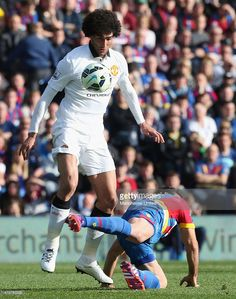 Marouane Fellaini of Manchester United in action with Mile Jedinak of Crystal Palace Barclay Premier League, Soccer News, Premier League Matches, Crystal Palace, Manchester United, Action, The Unit, Running, Group Action