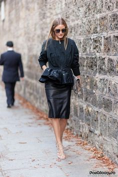Olivia Palermo by Athens Street Style all black pencil leather skirt fashion editor fashion week Estilo Olivia Palermo, Look Olivia Palermo, Olivia Palermo Lookbook, Fashion Mode, Love Fashion, Street Fashion, Autumn Fashion, Net Fashion, Ss15 Fashion
