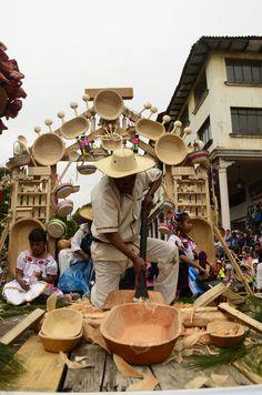 Tallador de madera, México Taos New Mexico, Mexico Art, Mexico Food, Mexican Crafts, Mexican Folk Art, Mexican Heritage, Mexico Style, South Of The Border, Mexican Designs