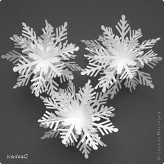 Origami christmas decorations snow flake 20 New Ideas Diy Christmas Fireplace, Diy Christmas Snowflakes, 3d Paper Snowflakes, Snowflake Craft, Christmas Ornaments, Snowflake Origami, Classy Christmas, Christmas Origami, Noel Christmas