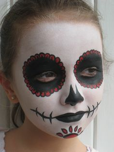 I like the chin design Helloween Make Up, Helloween Party, Fall Halloween, Halloween Crafts, Halloween Decorations, Halloween Halloween, Halloween Costumes, Kids Skeleton Face Paint, Maquillage Halloween Vampire
