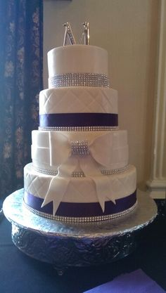 Bling wedding cake. This Is cool but with our blue...