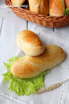 bułki Bread Bun, Pan Bread, Bread N Butter, Bread Rolls, Polish Recipes, Polish Food, Hot Dog, Pain, Biscuits