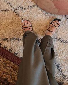 Fashion Tips For Men Outfits Look Fashion, Fashion Shoes, Womens Fashion, Fashion Trends, Runway Fashion, Fashion Tips, High Heels, Shoes Heels, Pumps