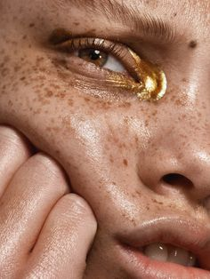 Makeup gold editorial make up Ideas - Trend Gold Makeup 2019 Makeup Inspo, Makeup Inspiration, Makeup Ideas, Fashion Inspiration, Furniture Inspiration, Fashion Ideas, Fashion Tips, Beauty Editorial, Editorial Fashion