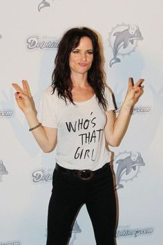 Juliette Lewis Photos - Juliette Lewis and Aerosmith guitarist Joe Perry perform at the pre-game tailgate party at the Miami Dolphins game. - Juliette Lewis at the Miami Dolphins game Grunge Look, Grunge Style, Grunge Outfits, Grunge Fashion, 50 Fashion, Miami Dolphins Game, Chica Punk, Girl Doctor, Natural Born Killers