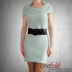 rochie groasa dreapta Short Sleeve Dresses, Dresses With Sleeves, Knitwear, Peplum Dress, How To Wear, Handmade, Fashion, Tricot, Moda