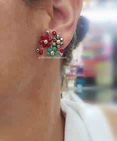 """24 Me gusta, 1 comentarios - D'SANTIS HANDMADE 🐞 (@desantishandmade) en Instagram: """"Nos encantan!! Perfectos para lucir en éstas fiestas 🤶🏻 encuéntralos HOY en Guayarte a partir de…"""" Copper Wire Jewelry, Beaded Jewelry, Handmade Jewelry, Diy Earrings, Diamond Earrings, Beaded Crafts, Hair Accessories For Women, Bead Art, Cute Jewelry"""