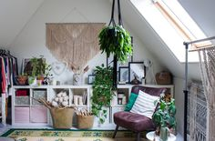 A Macramé Master's Organic Modern Dutch Home — House Tour