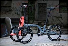 Ein besonders praktisches Fahrzeug haben die beiden französischen Designer Patrick Jouffret und Norbert Peytour entworfen: das Kiffy Folding Tricycle. Im ausgeklappten Zustand ist es ein Dreirad für Erwachsene, bei dem sich die beiden Vorderräder so richti