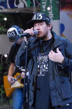 """Chorão em participação no programa """"Altas Horas"""", em 2011 (Foto: TV Globo / Divulgação)"""