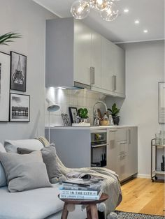 Petite #cuisine pour #studio ou petit #appartement ! http://www.m-habitat.fr/penser-sa-cuisine/implantation-cuisine/cap-sur-la-mini-cuisine-1486_A