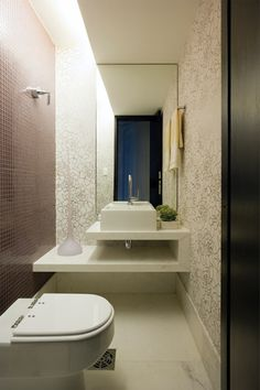 Did you know that the Bathroom Countertops or toilet is one of the main items of decoration to enhance and define the style of your environment? Dark Wood Bathroom, Wood Bathroom Cabinets, Bathroom Countertops, Small Bathroom, Stone Bathroom, Bathroom Ideas, Bathroom Interior, Interior Design Living Room, Décor Violet