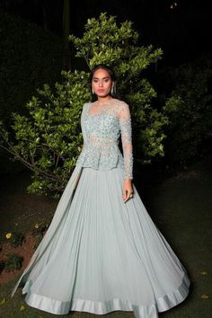 20 Indian Wedding Reception Outfit Ideas for the Bride Indian Wedding Gowns, Indian Gowns Dresses, Indian Bridal Outfits, Indian Fashion Dresses, Indian Designer Outfits, Wedding Dresses, Indian Engagement Outfit, Engagement Dress For Bride, Engagement Gowns