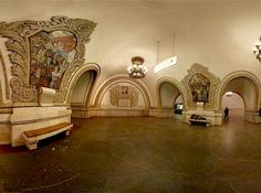 Good god, apparently this is what Moscow's subway stations look like. I'm completely floored. (vialadaray.wordpress.com)