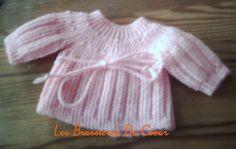 BRASSIERE PREMA Bébé de 42 cm Fourniture : fil à tricoter pour aig. 3.5 de la couleur que vous voulez. Vous pouvez tricoter avec des aiguilles 2 1/2 ou 3. Réalisation La brassière se tricote en une seule pièce dans le sens vertical. Monter 35 mailles...