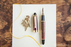 An affordable fountain pen? Yes, please! The Jinhao x450 Red/Gold is a luxurious-looking fountain pen offered at a low price. Pin for later.