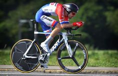 VICTORY BIKE! Giant Trinity Advanced SL 0 ridden by Tom Dumoulin (Giant-Alpecin) to win the opening stage of the Tour de Suisse. LEARN MORE: http://www.bikeroar.com/products/giant/trinity-advanced-sl-0-2015?utm_content=bufferc0053&utm_medium=social&utm_source=pinterest.com&utm_campaign=buffer. #cycling #giantbicycles #tds #tourdesuisse #bicycle #bike #trinityadvancedsl0 #tt #triathlon #tomdumoulin #teamgiantalpecin