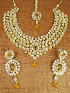 Gorgeous Kundan set with earrings and Maang tikka by JashnBoutique