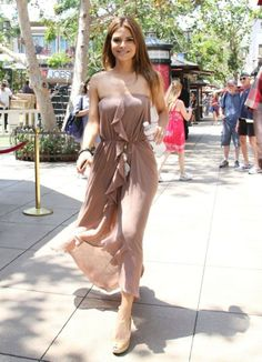 2f54560186bf Maria Menounos Photos -  Extra  host Maria Menounos catches a ride on a  luggage cart during downtime at The Grove on August 20 2013 in Los Angeles
