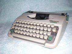 Tragbare mechanische Schreibmaschine Olympia Splendid 33 portable typewriter