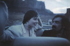 Isabella Rossellini & Martin Scorsese,Monument Valley,shoot by Wim Wenders www. Martin Scorsese, Scene Photo, Movie Photo, Never Summer, Isabella Rossellini, Documentary Film, Love Affair, Film Director, Great Love