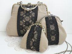 Conjunto de bolsos y cartera vintage con encaje. www.lolitasala.es Fabric Wallet, Fabric Bags, Quilted Gifts, Quilted Bag, Embroidery Purse, Diy Sac, Frame Purse, Diy Handbag, Creation Couture