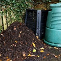 How to build an Easy Wooden Compost Bin using pallets. A pallet compost bin takes ten minutes to build & creates space for converting waste to compost. Wooden Compost Bin, How To Make Compost, Green Soap, Garden Compost, Weed Seeds, Soap Recipes, Gardening For Beginners, Organic Gardening, Vegetable Gardening