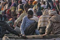 People arriving by boat to the Raj Ghat in #varanasi #uttarpradesh #india. January 21 2017. #people #travel #all_mypeople #bnw_magazine #documentary #eyeem #everydayeverywhere #gangesriver #great_portraits #great_captures_people #igers #insta_anadolu #ig_global_life #ig_global_people #people_storee #peoplescreative #people_and_world #phototag_it #photo_storee #re_tratos #streetlife_award #street_photo_club #uttarpradeshtourism #uptourism