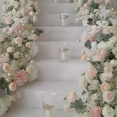 Can you imagine walking down this floral-filled staircase on your wedding day? #repost | The Wedding Guruu | WedLuxe Magazine | #WedLuxe #Wedding #luxury #weddinginspiration #luxurywedding #floral #weddingflowers #weddingceremony #weddingdecor
