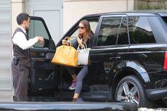 Sofia Vergara in her Range Rover www.landroversanjuantx.com