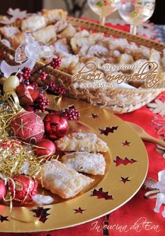 Caggiunitt abruzzesi | tre varianti di farcitura Christmas Sweets, Christmas Baking, Christmas Time, Ricotta Cake, Sweet Cakes, Holiday Recipes, Camembert Cheese, Biscuits, Cooking Recipes