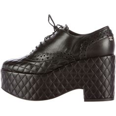 Pre-owned Chanel Quilted Leather Platform Oxfords (2.305 BRL) ❤ liked on Polyvore featuring shoes, oxfords, black, oxford shoes, black lace up shoes, platform lace up shoes, oxford lace up shoes and chanel shoes