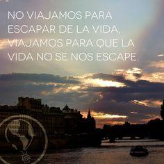 No viajamos para escapar de la vida. Viajamos para que la vida no se nos escape. #frases #viajar www.viajandoyaprendiendo.com