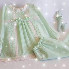 Pijama batista verde Dresses Kids Girl, Baby Dress, Kids Girls, Tatting, Angel, Babies, Embroidery, Dolls, Sewing