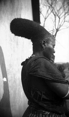 Africa | Old picture of a Zulu woman.  South Africa | ©DM-échange et mission