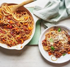 Miguel Barclay's red lentil spaghetti bolognese Asda Recipes, Veggie Recipes, Diet Recipes, Cooking Recipes, Healthy Recipes, Veggie Food, Lentil Bolognese, Spaghetti Bolognese, One Pound Meals