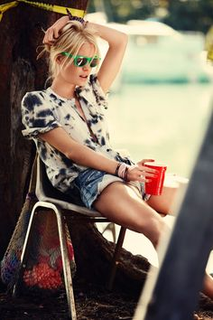 love this relaxed style; pop of green from the sunglasses, denim cutoffs
