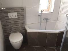 In deze badkamer voelt u zich al snel thuis aardetinten en strakke witte tegels worden - Kleine badkamer met douche al italiaanse ...