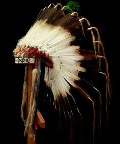 Lakota style Feather War Bonnet 2066.16.01 (side view 2) ☩ «4Colors»™