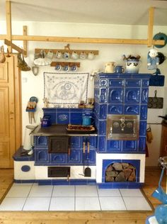 Wood Stove Cooking, Kitchen Stove, Kitchen Decor, Dutch Kitchen, Cosy Home, Build Your House, Vintage Stoves, Wood Fired Oven, Cottage Kitchens