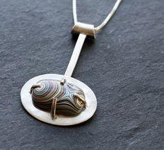 Fordite and Silver Prong Set Necklace por fugudesigns en Etsy