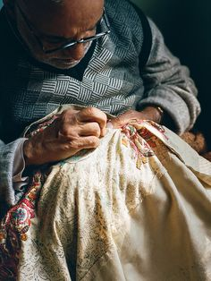 Kashmir – CNTraveler. Read this article, said he would work on this shawl for 2-5 YEARS
