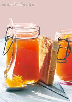 Britische Orangen-Marmelade, Erfrischt mit leichter Ingwerschärfe und schmeckt auf Toast unwiderstehlich. Info: Wer das typisch bittere Aroma der englischen Marmeladen mag, verwendet für das Rezept statt herkömmlicher Saftorangen Bitterorangen bzw. Pomeranzen (engl. Seville Orange). burdafood.net/Joerg Lehmann http://www.daskochrezept.de/meine-familie-und-ich